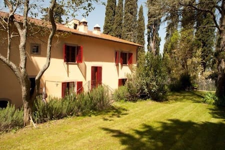 Warm house surrounded by country - Montelupo Fiorentino - House