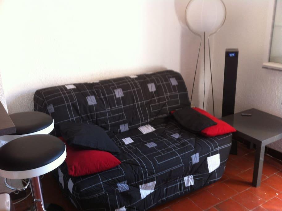 Canapé convertible avec chaîne HI-FI