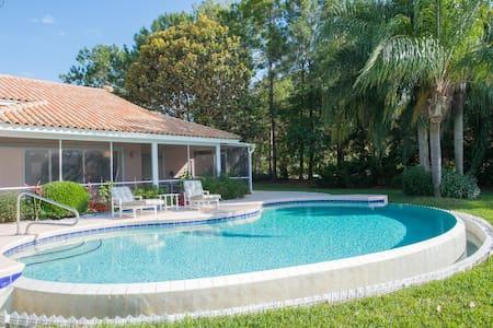 Villa pool on lake near Orlando - Clermont