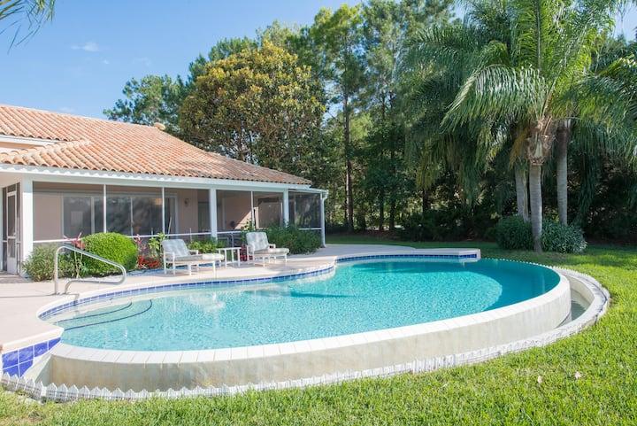 Villa pool on lake near Orlando