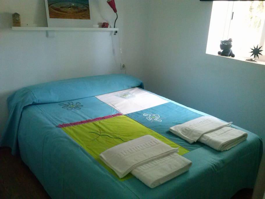Habitación doble cama de matrimonio.