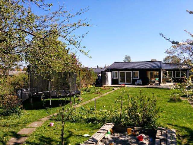 Child friendly villa close to CPH - Bagsværd - 別荘