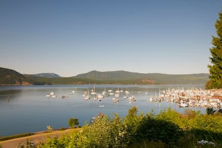 Best $$$ View of Cowichan Bay! - Cowichan Bay - Bed & Breakfast