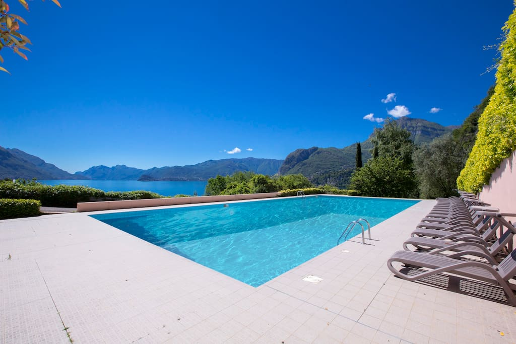 Shared swimming pool with fantasic view of the lake