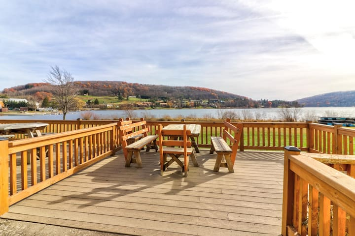 Lakefront townhouse w/ private dock, shared pool & hot tub - lake & ski access