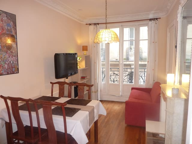 Beaubourg apartment in Le Marais!