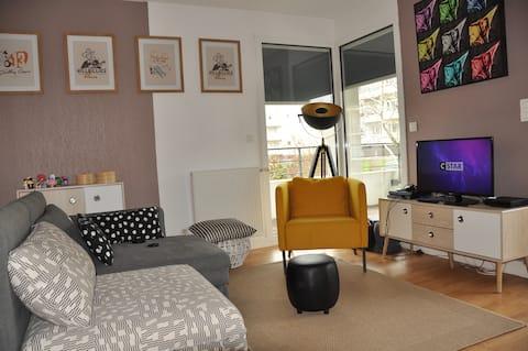 55 m2-15 m2 de balcon- 3 pers - 5 mn Bruges Plages