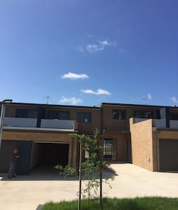 Brand new two bedrooms townhouse - Coombs - Townhouse