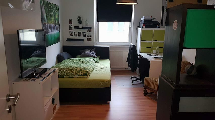 Cozy room near city centre (7 minutes to fair!!)