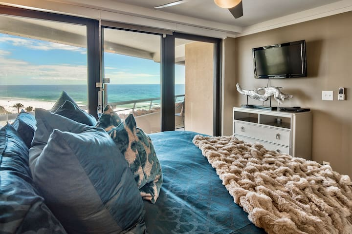 The Salty Emerald ~ 8th Floor Luxury Ocean View!