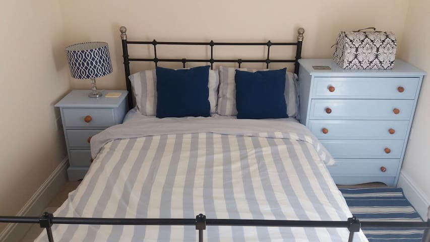 Excellent double bedroom with private bathroom. - Bristol - Appartement