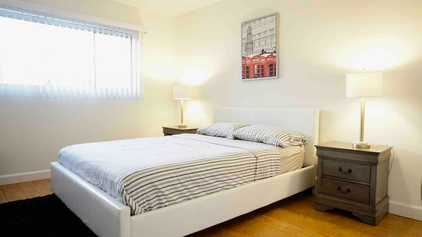 Bright and Comfortable 1 BR Apt in West Hollywood