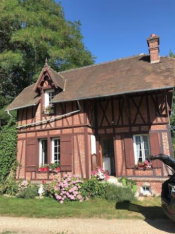 Maison de gardien , manoir de Pichemont