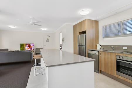 # 2 Hastings St - 2 Bedroom/2 Bathroom Superior - Noosa Heads - Apartment