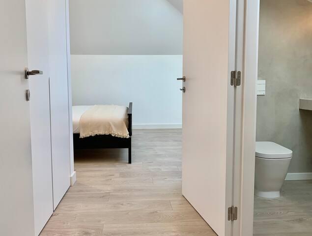 Suite 3 / Room with bathroom / Quarto com casa de banho
