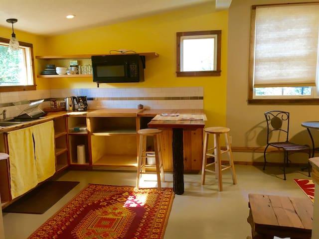 Cozy Normaltown 1bdrm Cottage