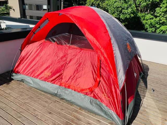 Rooftop Tent in the Heart of Seattle