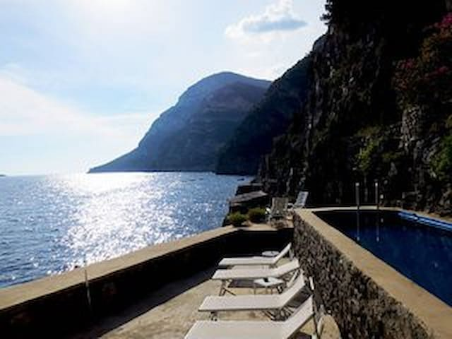 Luxury Villa on the Amalfi Coast with amazing seaview, private access to the sea and swimming pool - Piano di Sorrento - Villa