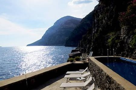 Luxury Villa on the Amalfi Coast with amazing seaview, private Dock and access to the sea and swimmi - ピアノディソレント - 別荘