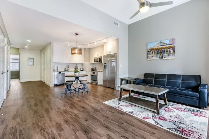 luxury condo near French Quarter and Bourbon St