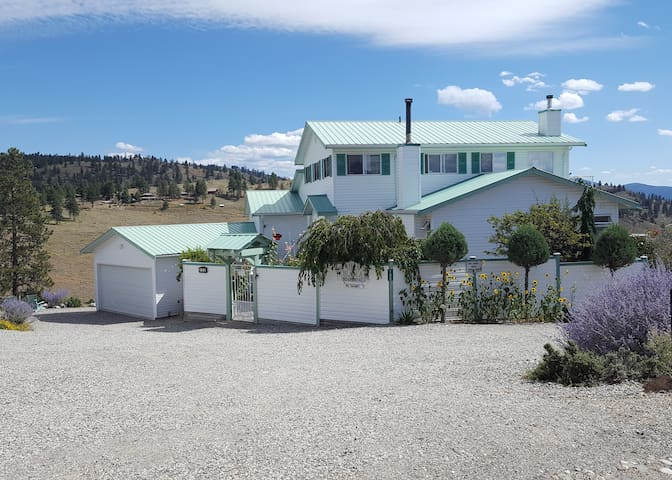 Private Apartment (Million $ View & private deck) - Osoyoos - Lejlighed