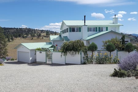 Private Apartment (Million $ View & private deck) - Osoyoos - 아파트