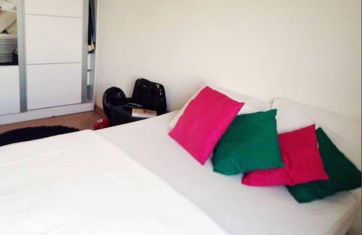 Dormitorio junto a Maracaná