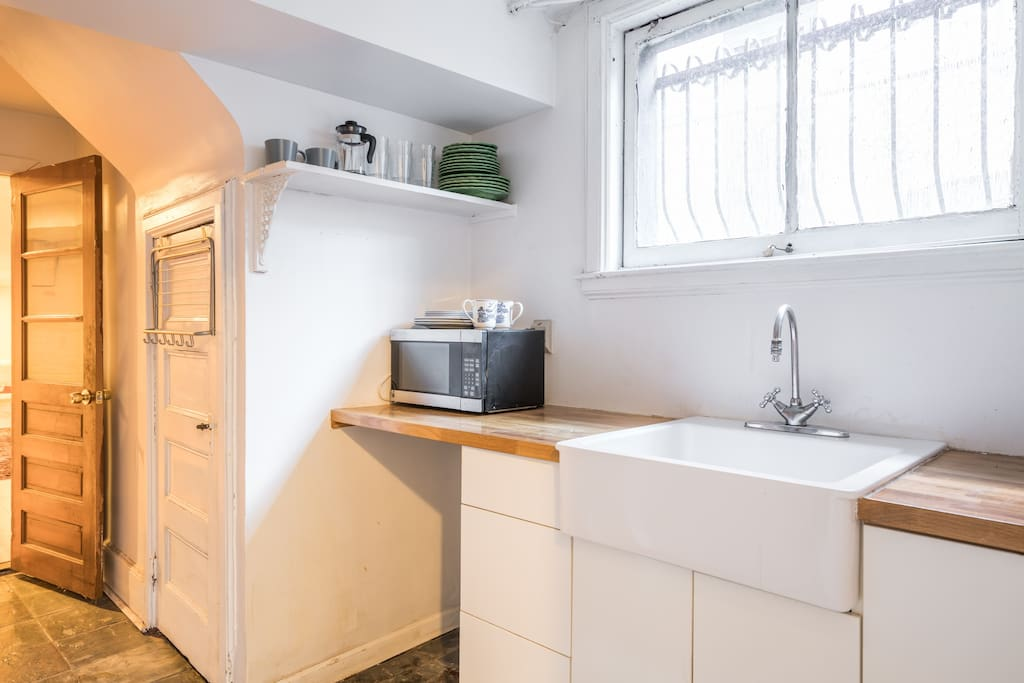 Kitchenette (microwave, fridge, kettle, coffee maker)