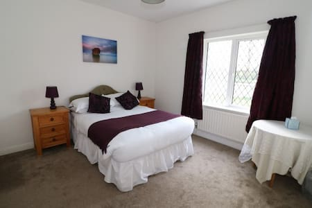 Spacious Ensuite Double Room