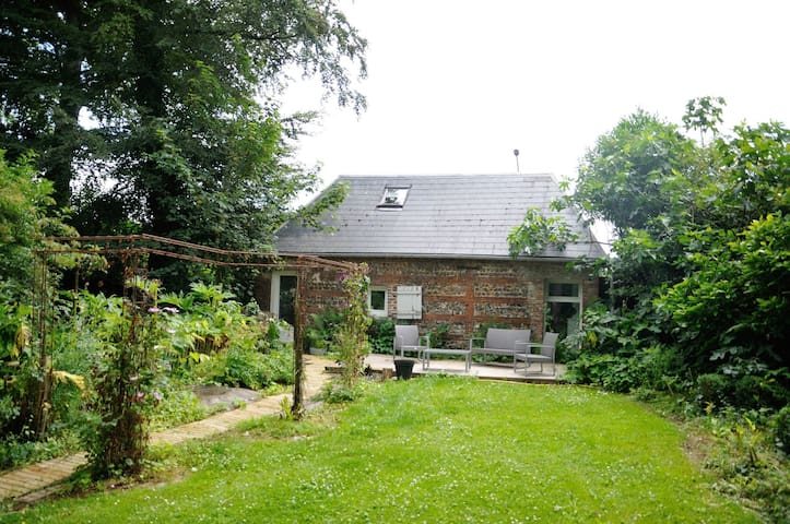 The Cottage, Bed and Breakfast at Le Domaine Des Platanes