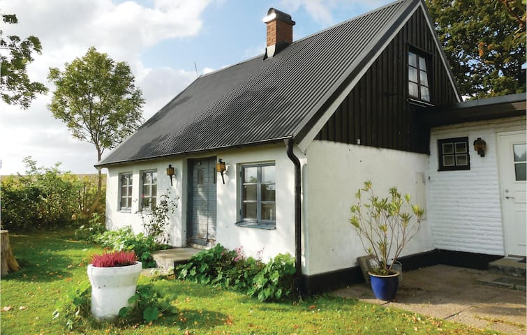 Holiday cottage with 2 bedrooms on 58 m² in Skivarp