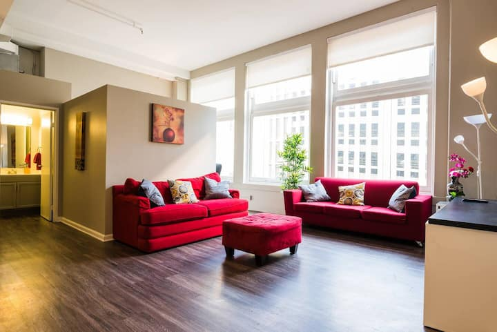 Spacious 2 BR Apt - Loft Style and Open Plan!