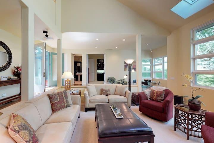 Elegant golf course home w/hot tub, views, deck & shared pool/sauna