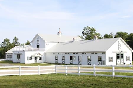 Equestrian Nest - Arundel - Talo