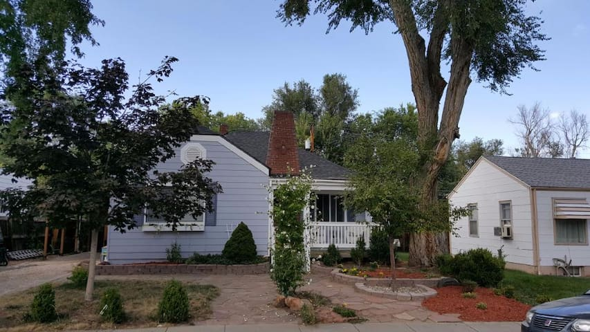 Comfortable Olde Town Arvada Bungalow - Arvada