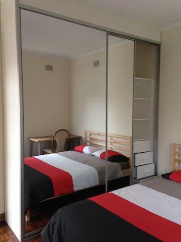 Lovely Furnished Room @ Eastgardens - Eastgardens - Huis