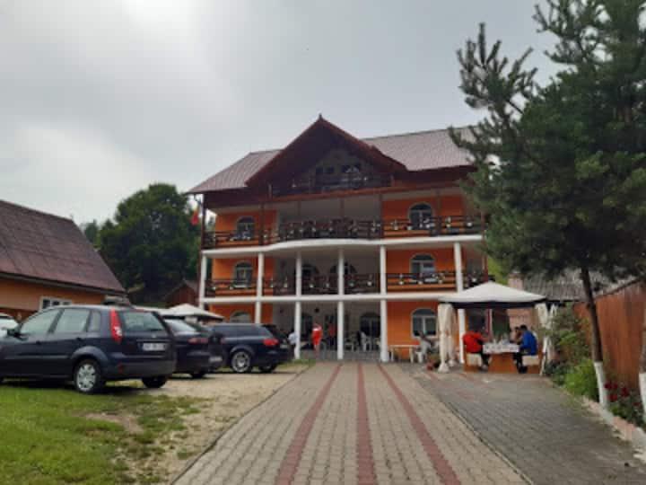 Impeccable 10-Bed Villa in Albac