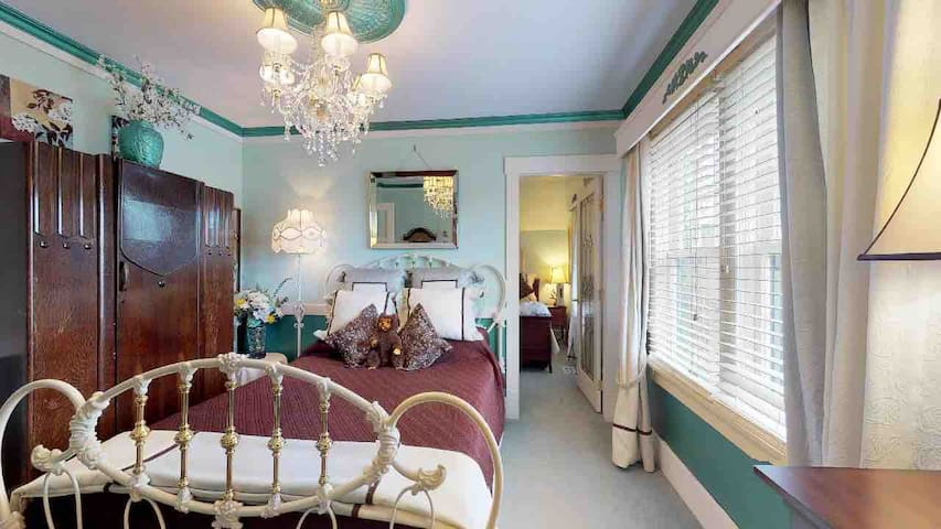 Clair's Boutique Hotel by Elevate- Turquoise Suite
