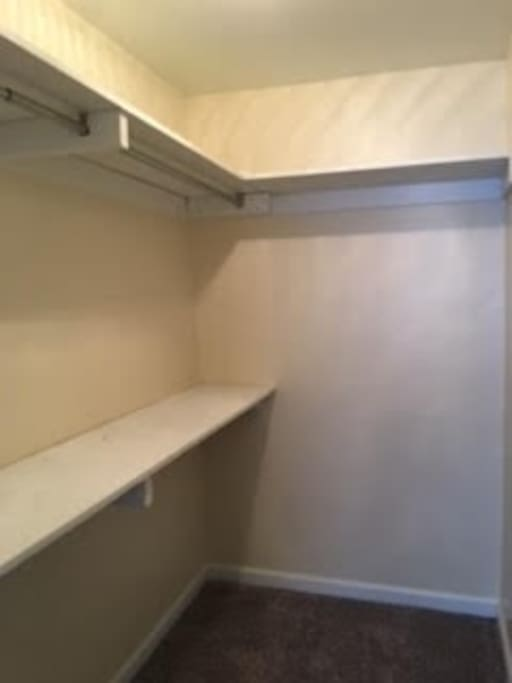 1 bedroom walk in closet