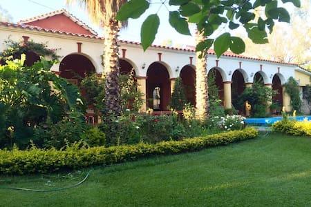 Hermosa casa de campo con salones y espacio verde - Annat