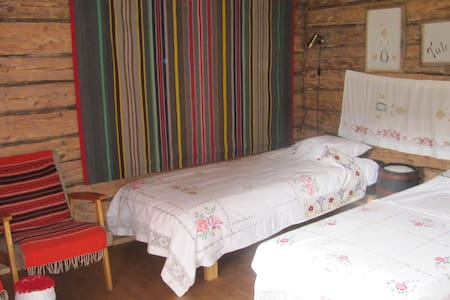 Twin room with a handloom - Randvere - Bed & Breakfast