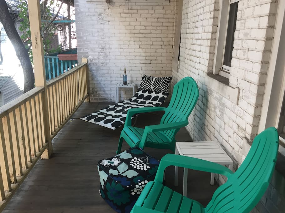 The porch (private to the apartment), just off the kitchen. Perfect for a G&T on fall evenings.
