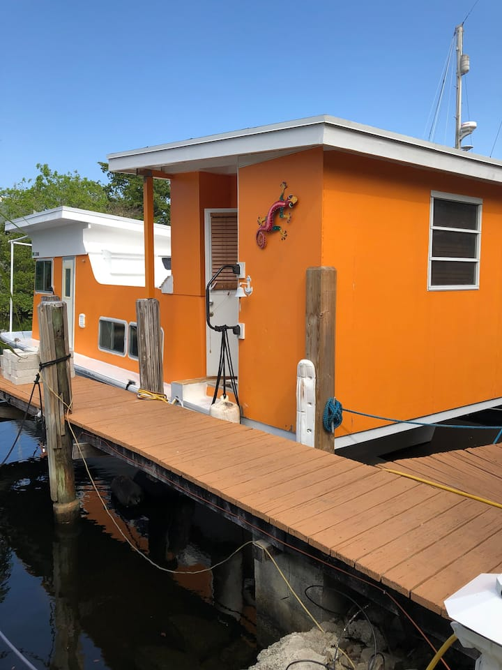Updated houseboat in downtown Ft Lauderdale