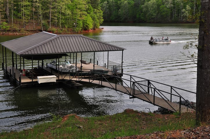 Lake Hartwell Retreat - Executive Rental
