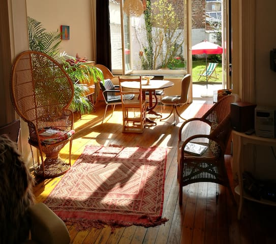 Spacious room in georgous garden house - Chatelain