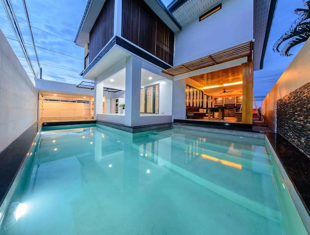 Exquisite 4bd/3bth Pool Villa B with Sauna