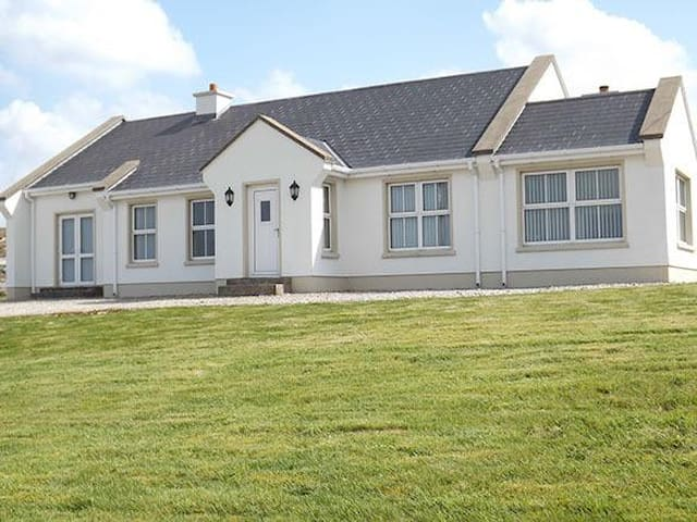 Lough Nageeragh Cottage - Dungloe - Chalet
