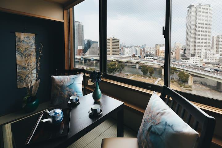 お部屋の中にいながらリバーサイドテラス席を満喫できる特別な空間
