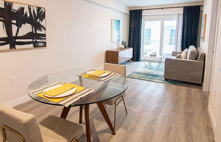 Stylish, clean, safe apartment  in Century City