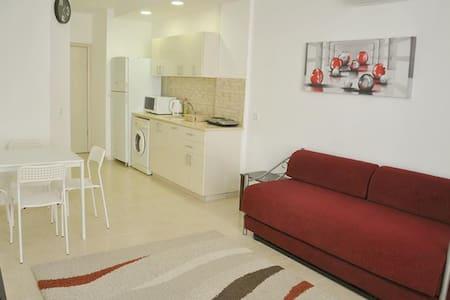 2-bedroom apartment close to sea. - Apartmen